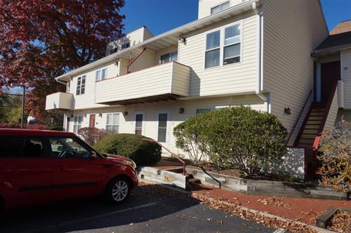 156 Liberty St #15, Little Ferry, NJ 07643