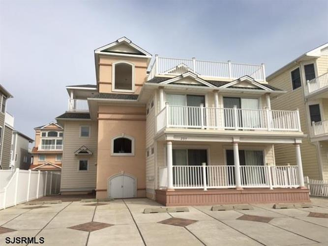 235 14th St N, Brigantine, NJ 08203