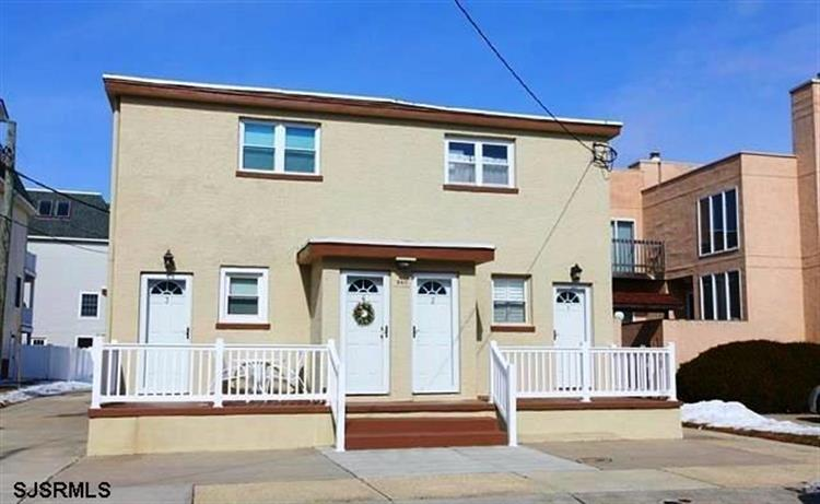 9411 Monmouth Ave, Margate, NJ 08402