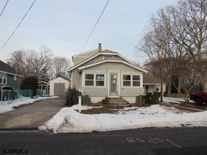 137 W Johnson Ave, Somers Point, NJ 08244