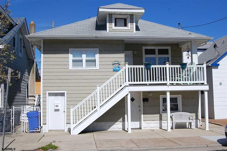 7 S Richards Ave, Ventnor, NJ 08406