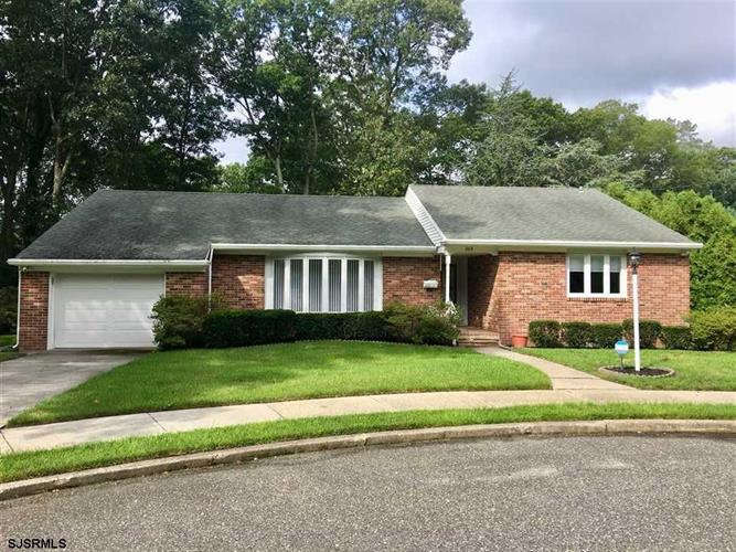 208 Woodcrest Ct, Absecon, NJ 08201