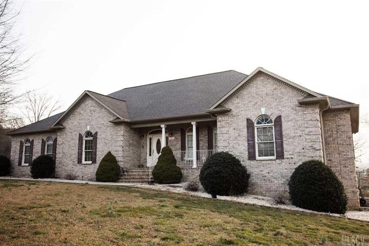 60 TROTTERS LN, Hickory, NC 28601