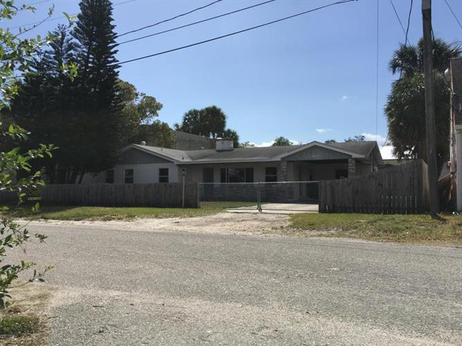 905 Columbus Avenue, Melbourne, FL 32901