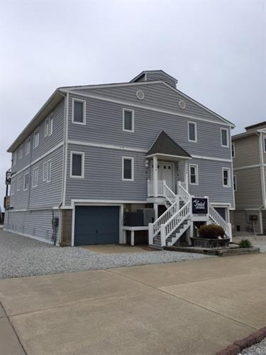 138 W Pine Avenue, North Wildwood, NJ 08260