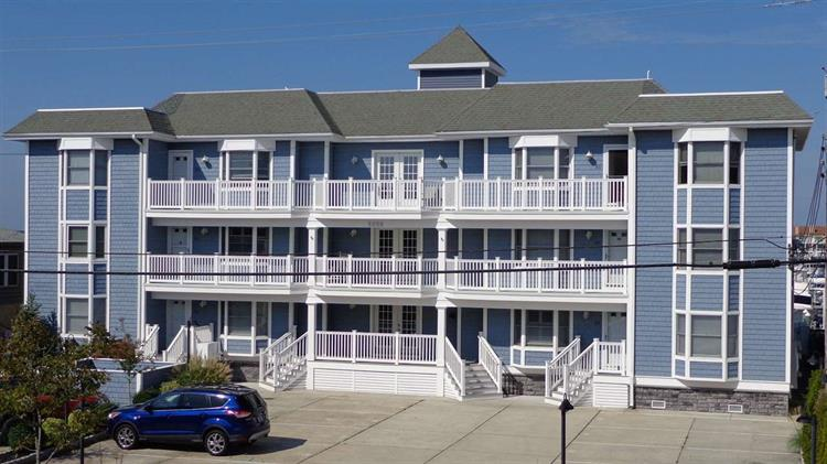 5208 Lake Rd Unit 2D, Wildwood, NJ 08260