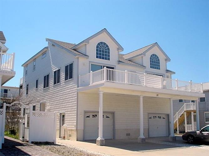 32 E 75th, Sea Isle City, NJ 08243
