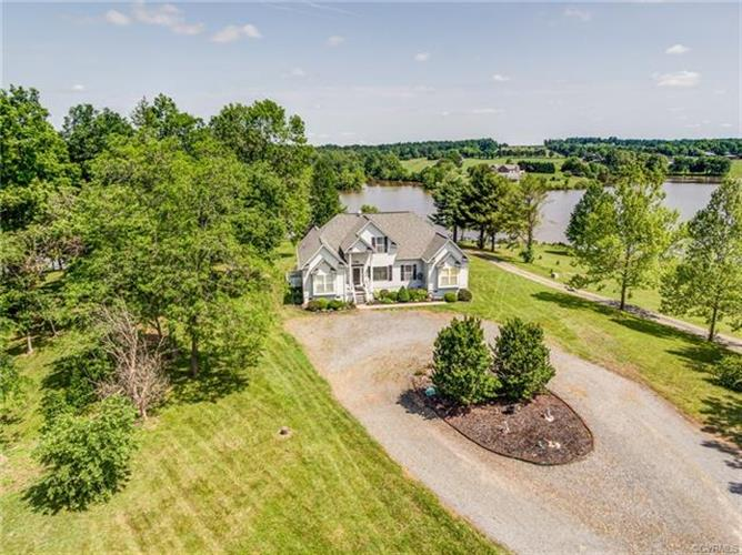 2561  Peach Grove Rd, Louisa, VA 23093