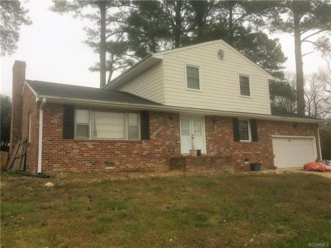 106  Essex Rd, Colonial Heights, VA 23834