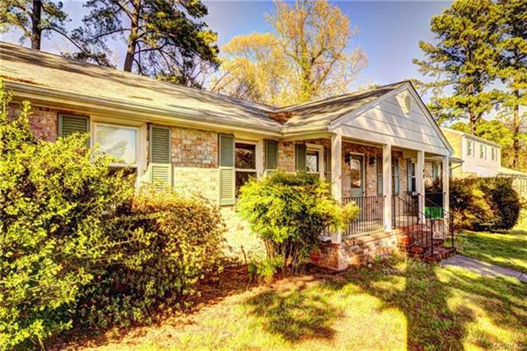 108  Essex Rd, Colonial Heights, VA 23834