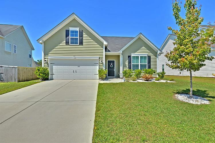 7825 Expedition Dr, North Charleston, SC 29420
