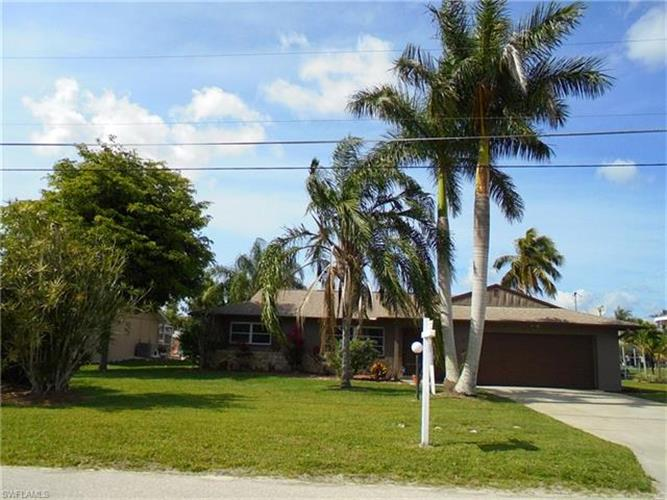 6254 Cocos DR, Fort Myers, FL 33908