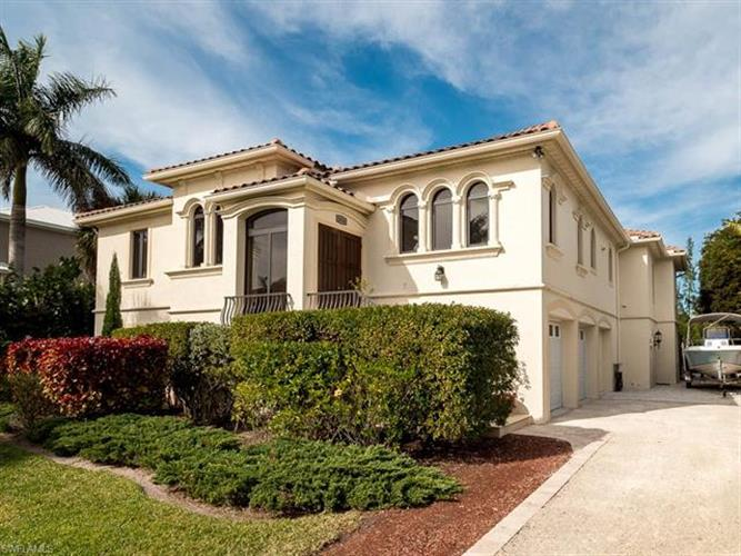 1316 Eagle Run DR, Sanibel, FL 33957