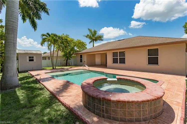 423 SW 19th TER, Cape Coral, FL 33991