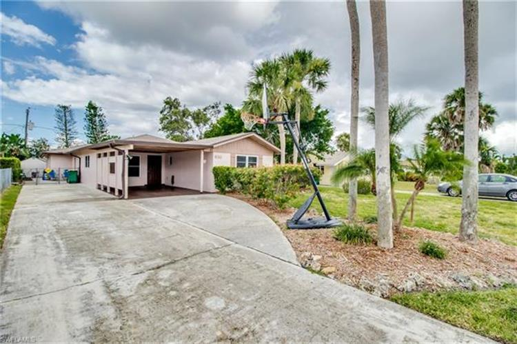 610 99th AVE N, Naples, FL 34108
