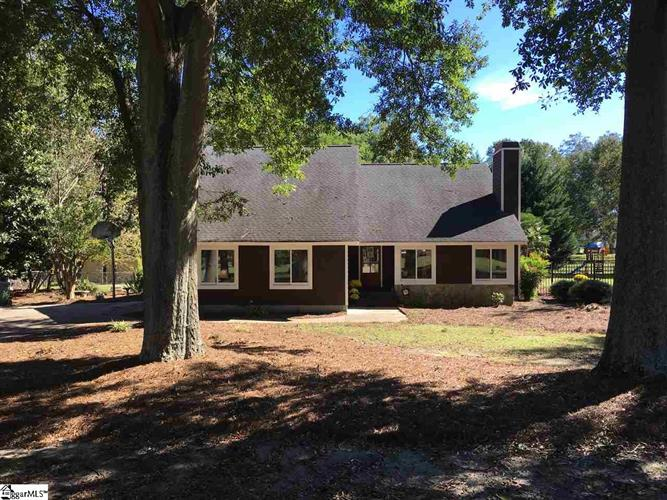221 Inn Circle, Fountain Inn, SC 29644