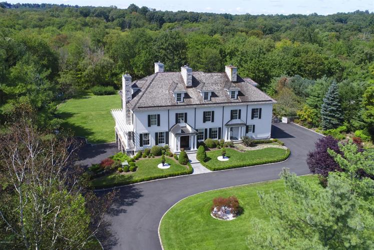 390 Round Hill Road, Greenwich, CT 06831