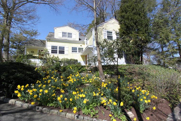 28 Indian Field Road, Greenwich, CT 06830
