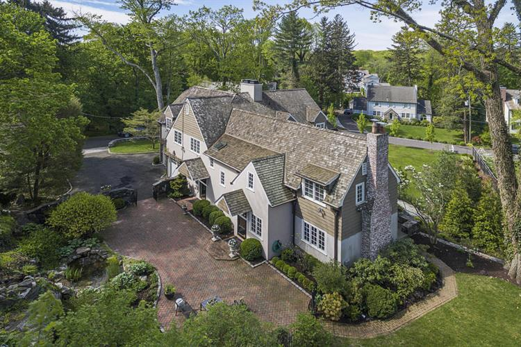 11 Dearfield Lane, Greenwich, CT 06831 - Image 1