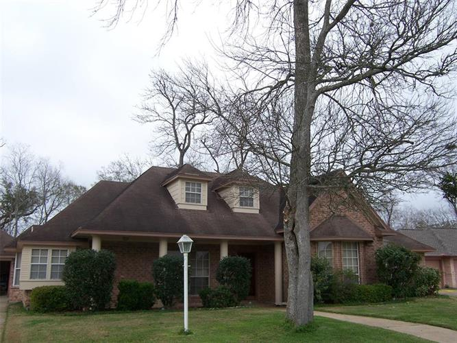 707 Walnut Street, Lake Jackson, TX 77566