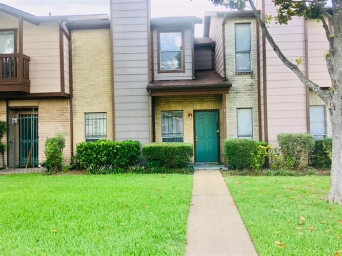12400 Brookglade Circle, Houston, TX 77099