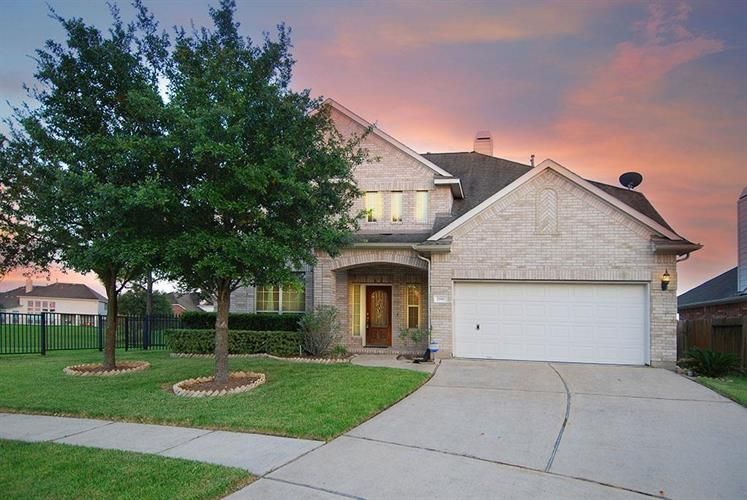 2101 Pearl Bay Court, Pearland, TX 77584