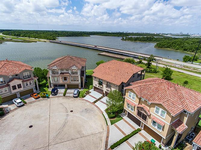 4132 Boardwalk Boulevard, Seabrook, TX 77586