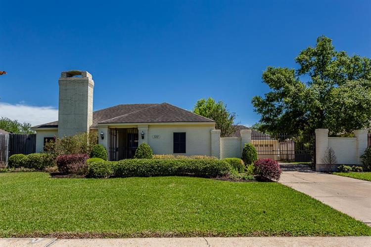 3207 Chris Drive, Houston, TX 77063