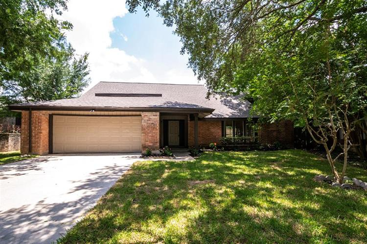 12135 Braesridge Drive, Houston, TX 77071