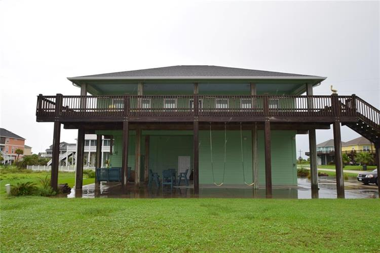 939 Mary Lynn, Crystal Beach, TX 77650 - Image 1