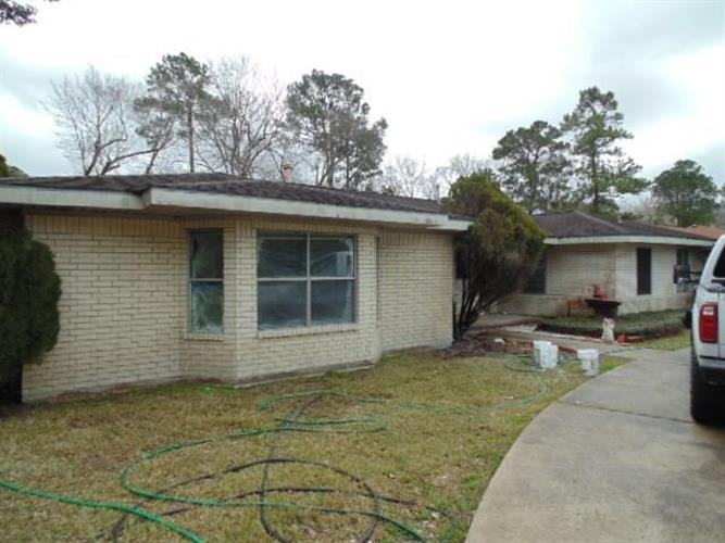 5301 Sycamore Drive, Dickinson, TX 77539