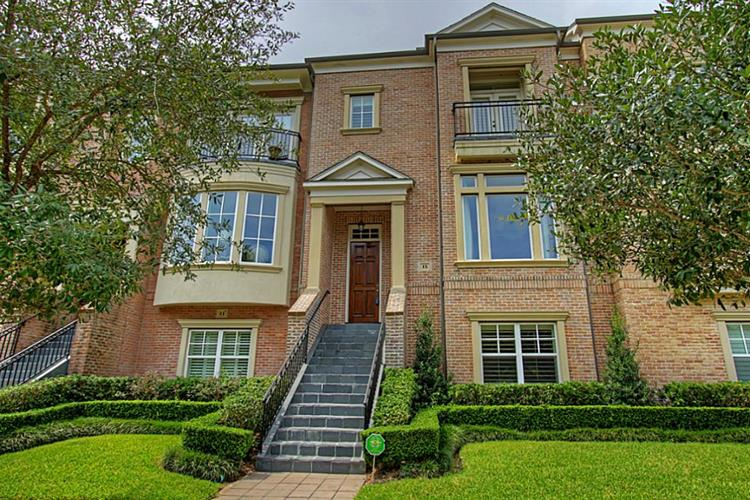 15 Colonial Row Drive, The Woodlands, TX 77380