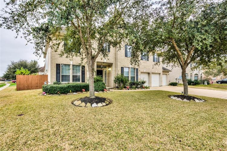 151 Cypress Pointe Drive, League City, TX 77573 - Image 1