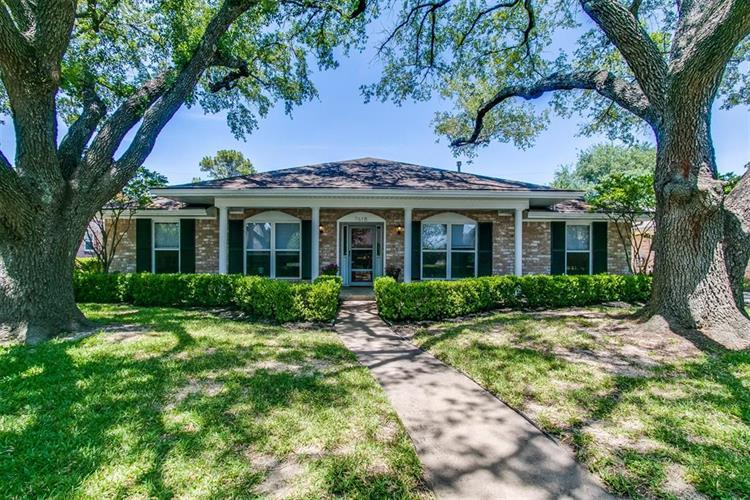 7618 Twin Hills Drive, Houston, TX 77071