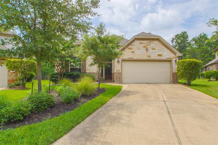 2 Arrowfeather Place, The Woodlands, TX 77389