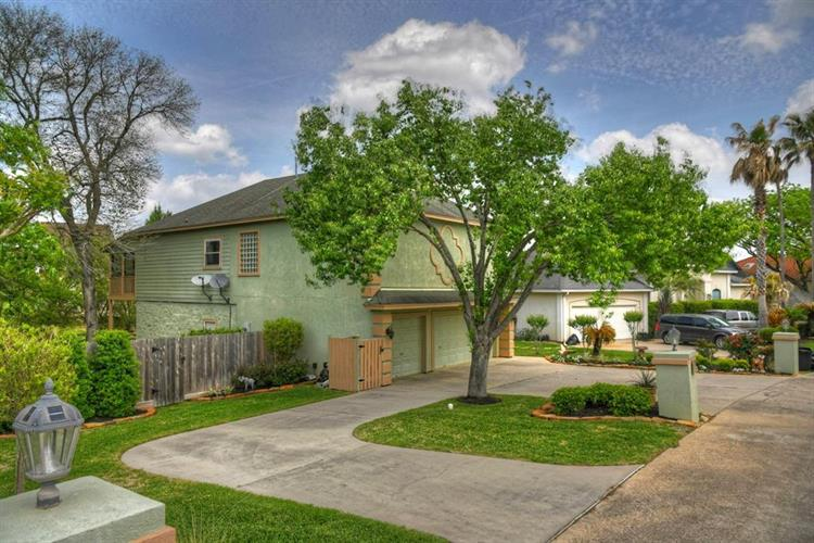 120 Harbour Town Circle, Montgomery, TX 77356