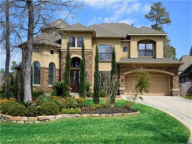 26 Julian Woods Place, The Woodlands, TX 77382