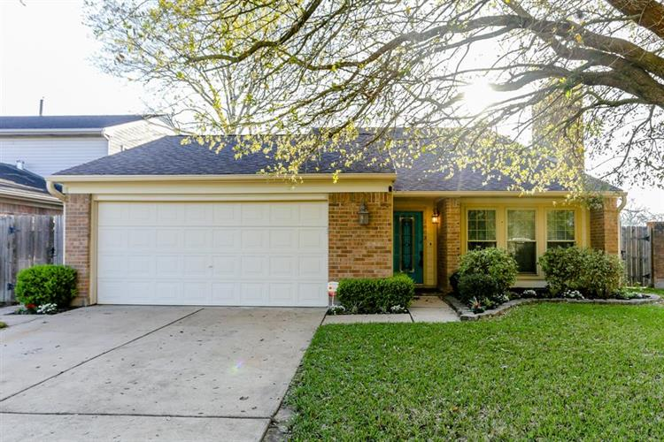 2803 Country Place Drive, Richmond, TX 77406
