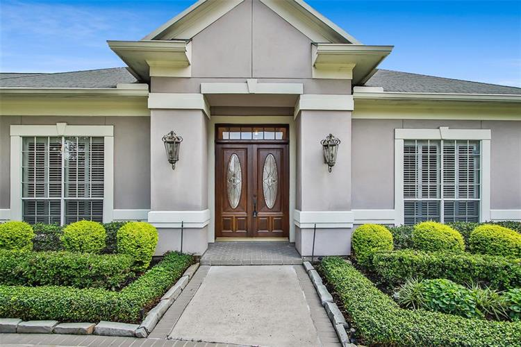 19 Villa Bend Drive, Houston, TX 77069 - Image 1