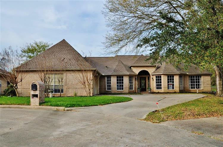 128 April Wind Drive, Montgomery, TX 77356