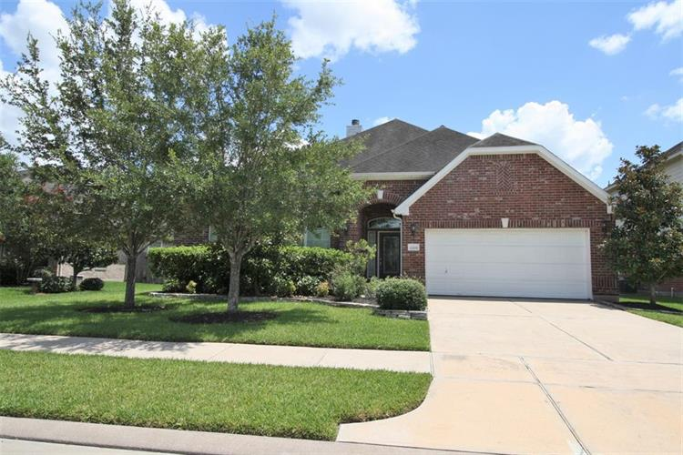 12006 Pebble Pointe Drive, Pearland, TX 77584