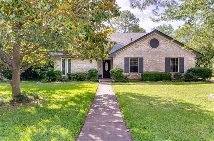301 Colonial Drive, Friendswood, TX 77546