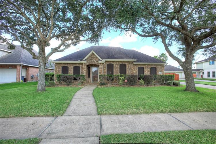2833 Trevino Court, Friendswood, TX 77546 - Image 1