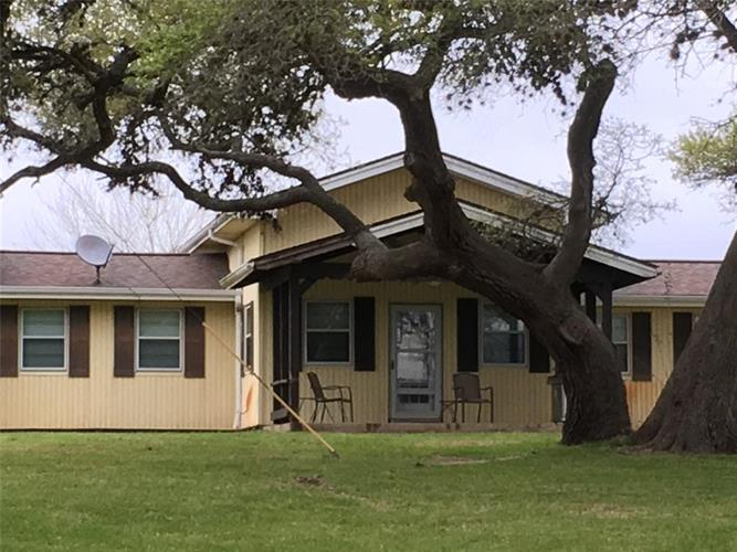 257 CR 137, Hallettsville, TX 77964