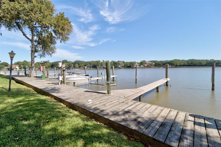18809 Egret Bay Boulevard, Webster, TX 77058