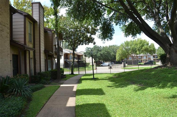 12500 Brookglade Circle, Houston, TX 77099 - Image 1