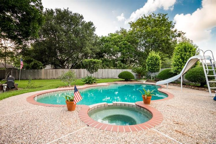 705 Balmoral Court, Friendswood, TX 77546