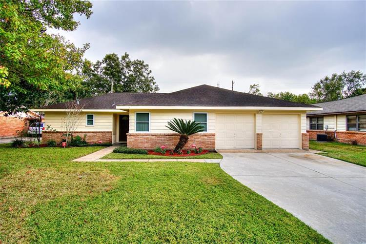 5219 Knotty Oaks Trail, Houston, TX 77045