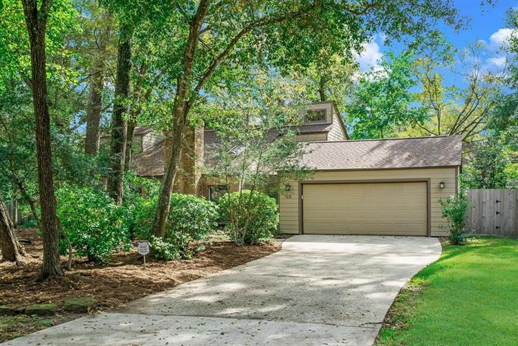25 Rambling Wood Court, The Woodlands, TX 77380 - Image 1