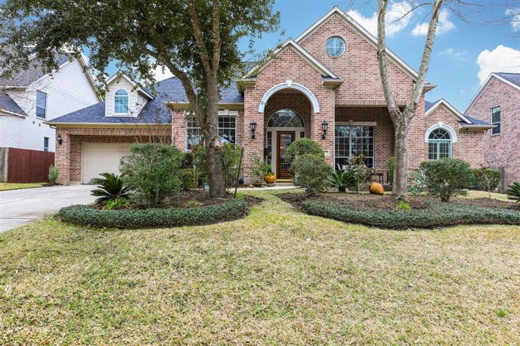 10 Oakley Downs Place, Spring, TX 77382